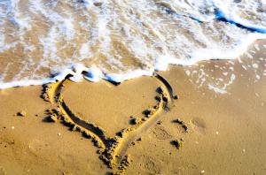 wpid-sand-heart-at-the-beach-nikon-d5100.jpg.jpeg